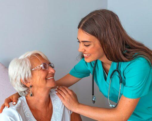 estudiar curso auxiliar de enfermería geriátrica