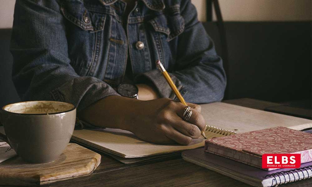 Qué es la escritura terapéutica y 5 propuestas
